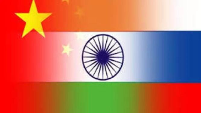 Vào lúc tình hình biên giới Trung - Ấn đang căng thẳng, Trung Quốc đang xem xét lại khoảng 50 dự án đầu tư của Trung Quốc (Ảnh: RFI).