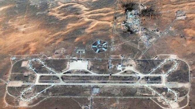 Căn cứ không quân Al-Wahtiya tan hoang sau khi bị máy bay lạ không kích (Ảnh: Toutiao).