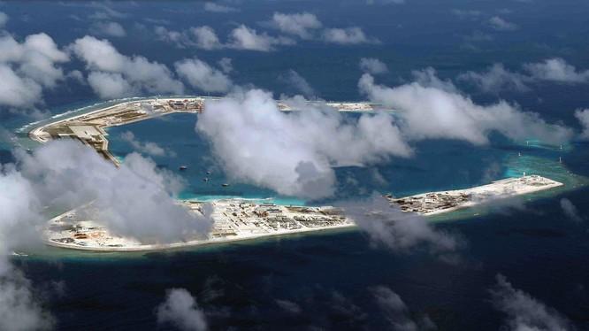 Một số chuyên gia Trung Quốc đã cảnh báo quân đội Mỹ có thể tiến hành một cuộc tấn công bất ngờ vào các đảo và rạn san hô mà Trung Quốc bồi đắp phi pháp ở Biển Đông (Ảnh: Đa Chiều).