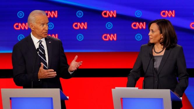 Việc ông Joe Biden mời bà Kamala Harris đứng chung liên danh sẽ tăng cơ hội có thể chiến thắng ông Trump (Ảnh: AP).