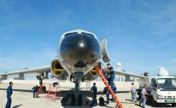 Hình ảnh được cho là chiếc H-6J trên sân bay Phú Lâm thuộc quần đảo Hoàng Sa (Ảnh: Đông Phương).