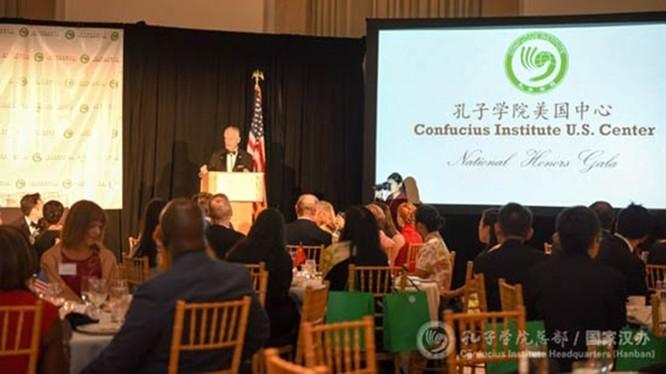 Việc Mỹ quyết định coi Trung tâm quản lý Viện Khổng Tử Hoa Kỳ là cơ quan ngoại giao nước ngoài sẽ khiến quan hệ Mỹ - Trung càng tồi tệ thêm (Ảnh: Apolo).