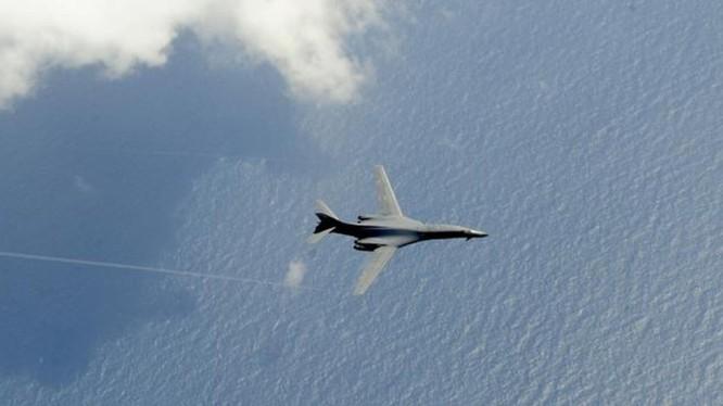 Lần đầu tiên, một máy bay ném bom chiến lược Mỹ đã áp sát khu vực ADIZ của Trung Quốc,thể hiện ý đồ đe dọa rất rõ (Ảnh: /kknews.cc)