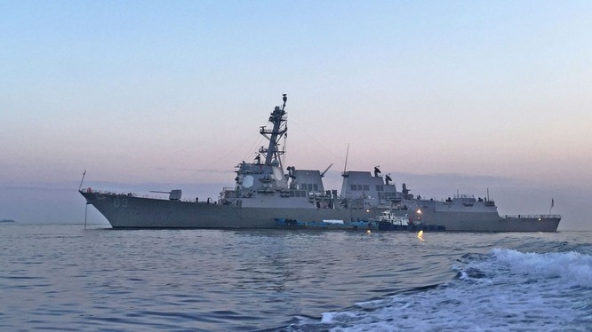 Tàu khu trục DDG-89 Mustin trở thành chiến hạm Mỹ đầu tiên vượt qua đường trung tâm eo biển Đài Loan sang phía biển Trung Quốc đại lục (Ảnh: Hạm đội 7).