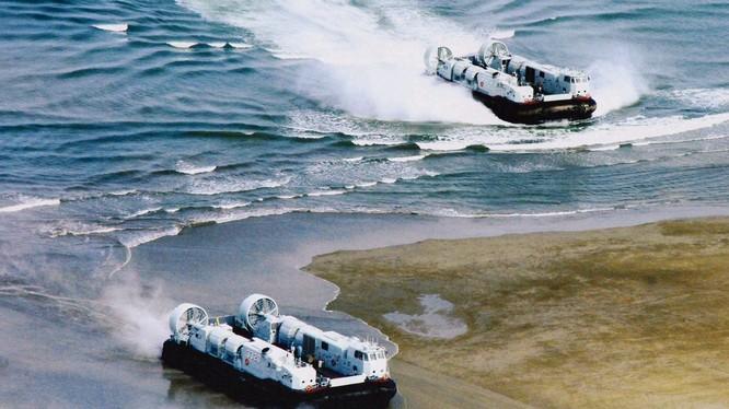 Gần đây Trung Quốc liên tiếp tiến hành các cuộc tập trận nhằm vào Đài Loan. Trong ảnh: tàu cao tốc đệm khí tập đổ bộ chiếm đảo (Ảnh: Đa Chiều).