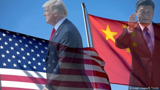 Trên thực tế Mỹ và Trung Quốc đã và đang diễn ra quá trình tách rời nhau, trước hết là trong lĩnh vực công nghệ (Ảnh: Deutsche Welle).