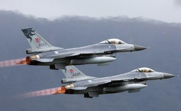 Đài Loan đưa các máy bay F-16 tới Bành Hồ và máy bay trinh sát U-2 Mỹ bay vào khu vực Trung Quốc cấm bay để tập trận là những động thái mới ở eo biển Đài Loan (Ảnh: Đông Phương).
