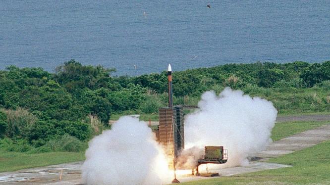 Đài Loan đang tìm kiếm loại tên lửa đạn đạo có thể tấn công được Bắc Kinh và đập Tam Hiệp (Ảnh; Đa Chiều).