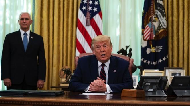 Ngày 7/9, khi họp báo tại Nhà Trắng, Tổng thống Donald Trump lại nói kinh tế Mỹ và Trung Quốc tách rới nhau sẽ đưa Mỹ trở thành siêu cường sản xuất và mãi mãi chấm dứt phụ thuộc vào Trung Quốc (Ảnh: AFP).