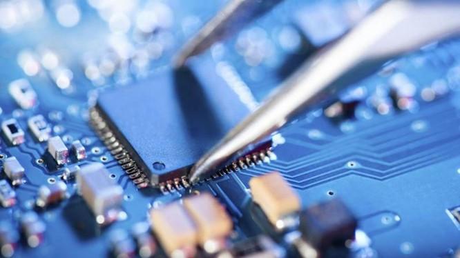 Trung Quốc đang đẩy nhanh việc nhập khẩu chip và các chất bán dẫn tích trữ để ứng phó việc bị Mỹ trừng phạt (Ảnh: Đa Chiều).