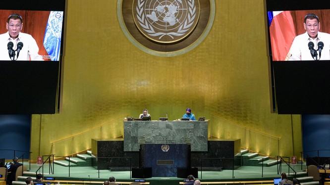 Trong bài phát biểu trước Đại hội đồng Liên Hợp Quốc, Tổng thống Duterte khẳng định phán quyết của Tòa Trọng tài La Hay đã trở thành một phần của luật pháp quốc tế, không có chỗ cho việc mặc cả. (Ảnh: UN).
