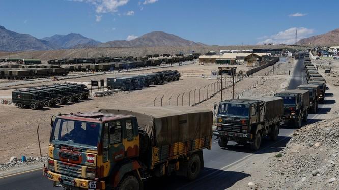 Một khu kho hậu cần của quân đội Ấn Độ ở gần vùng biên giới tranh chấp Ladakh (Ảnh: Reuters).