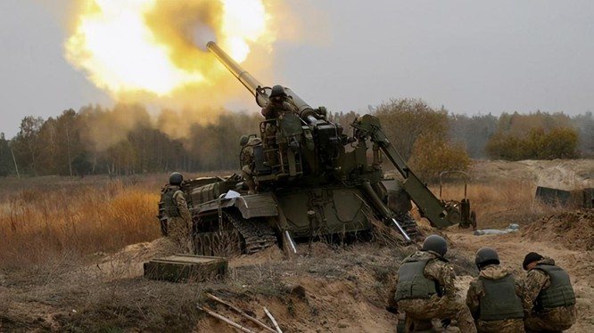 Cuộc xung đột Armenia - Azerbaijan có thể xuất hiện nhưng diễn biến mới nguy hiểm. Trong ảnh: pháo binh Armenia phản công (Ảnh: Sohu)