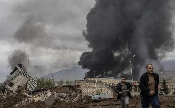 Thành phố Stepanekert thủ phủ vùng Nagorno-Karabakh bị bom đạn tàn phá nặng nề (Ảnh: Đông Phương).