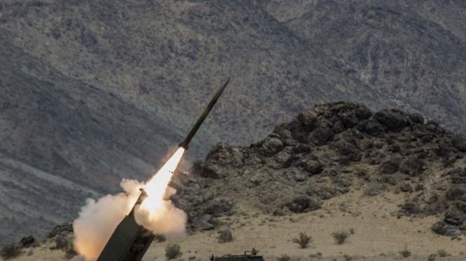 Hệ thống phóng tên lửa đa nòng cơ động HIMARS sẽ được Mỹ bán cho Đài Loan (Ảnh: Dwnews).