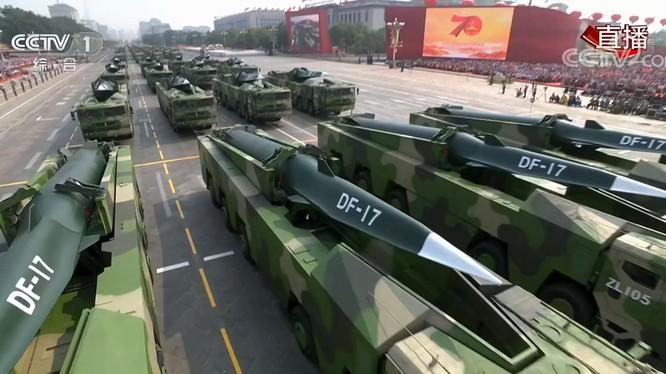 Trung Quốc gần đây đã triển khai các tên lửa siêu thanh tiên tiến DF-17 ở ven biển đông nam đối diện Đài Loan (Ảnh: CCTV).