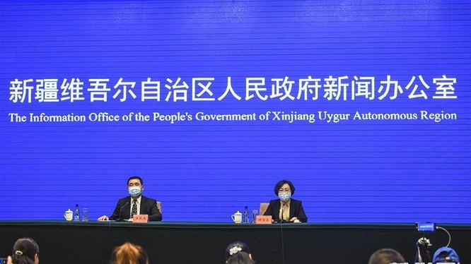 Tối 25/10, chính quyền Khu tự trị Duy Ngô Nhĩ Tân Cương đã họp báo về tình hình dịch COVID-19 ở địa khu Kashgar (Ảnh: Tân Hoa xã).