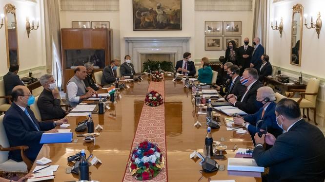 Các Bộ trưởng Ngoại giao và Quốc phòng hội đàm và ký kết thỏa thuận BECA được coi là có tính bước ngoặt trong hợp tác quốc phòng Mỹ - Ấn Độ (Ảnh: Dwnews).