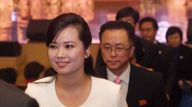 Bà Hyon Song-wol đã thay thế bà Kim Yo-jong trong vai trò phụ tá của nhà lãnh đạo Kim Jong-un (Ảnh: Reuters).