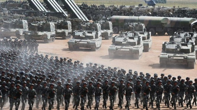 Ông Trương Triệu Trung cho rằng nhiều người Trung Quốc ngộ nhận sức mạnh của Trung Quốc đã tương đương với Mỹ (Ảnh: VCG).