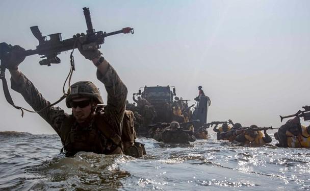 Báo Đài Loan đưa tin Lính thủy đánh bộ Mỹ tới Đài Loan giúp huấn luyện gây nhiều bàn luận, phỏng đoán (Ảnh: Dongfang).
