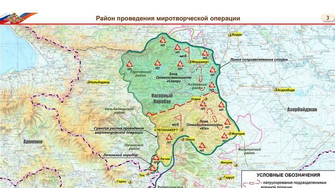 """Bản đồ do Bộ Quốc phòng Nga công bố trước các nhà báo ngày 11/11 cho thấy toàn bộ """"Cộng hòa Nagorno-Karabakh"""" đã bị Azerbaijan chiếm, tỉnh tự trị Nagorno-Karabakh còn lại được Nga chia làm hai phần và bố trí 16 điểm duy trì hòa bình (Ảnh: BQP Nga)"""