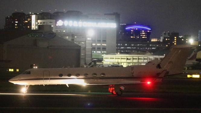 Chiếc chuyên cơ C-37A được cho là chở tướng tình báo Michael Studeman tới sân bay Tùng Sơn, Đài Bắc tối 22/11 (Ảnh: UDN).