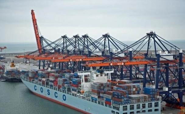 Thủy thủ đoàn trên các con tàu của Tập đoàn vận tải biển COSCO liên tục bị nhân viên các cơ quan thực thi pháp luật Mỹ kiểm tra nhân thân đảng viên (Ảnh: Dongfang).