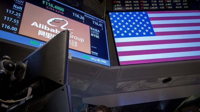 Việc lưỡng viện Mỹ thông qua dự luật cấm các công ty Trung Quốc niêm yết tại Mỹ trừ khi họ tuân thủ các tiêu chuẩn kiểm toán của Mỹ được cho là nhằm vào các công ty lớn của Trung Quốc như Alibaba, Pinduoduo và PetroChina (Ảnh: Dwnews).