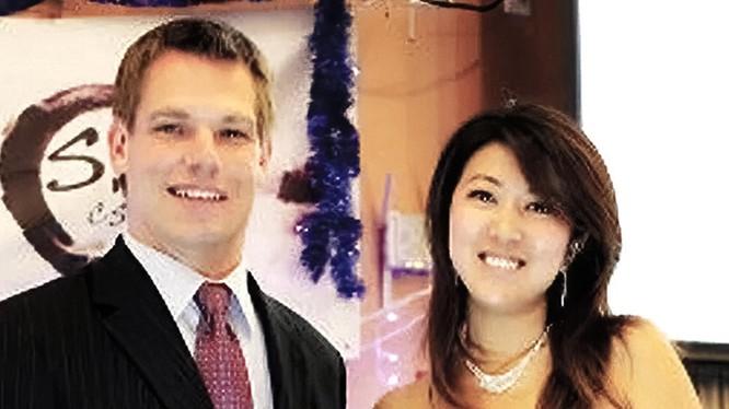 Hạ nghị sĩ Eric Svalwell và người tình Phương Phương - người bị nghi là điệp viên Trung Quốc (Ảnh: SCMP).