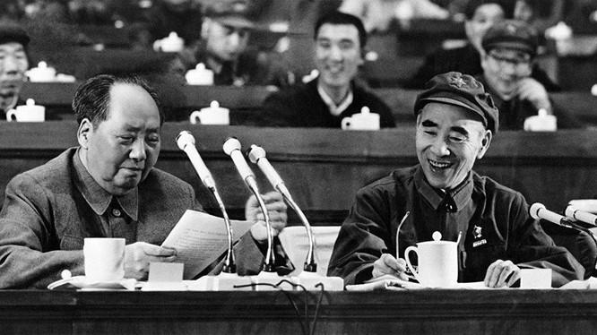 """Tại Đại hội IX, Lâm Bưu được đưa vào Điều lệ Đảng Cộng sản Trung Quốc là """"người kế thừa"""" Mao Trạch Đông (Ảnh: VCG)."""