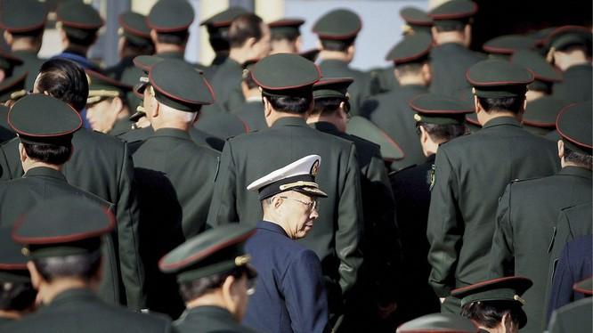 Việc 38 nhà văn quân đội Trung Quốc đồng loạt xin rút khỏi Hiệp hội Nhà văn đã gây nên nhiều đồn đoán (Ảnh: VCG).