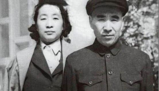 Vợ chồng Lâm Bưu và Diệp Quần đều tử nạn trong vụ rơi máy bay ngày 13/9/1971 (Ảnh: kanlishi).