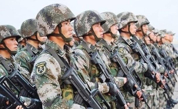 """Luật Quốc phòng sửa đổi của Trung Quốc đưa thêm """"lợi ích phát triển"""" bị đe dọa là thêm cớ để phát động chiến tranh (Ảnh: Dongfang)."""