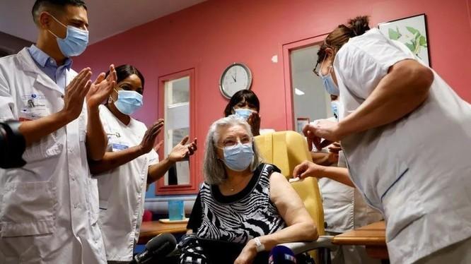 Từ ngày 27/12, vaccine COVID-19 bắt đầu được tiêm rộng rãi ở nhiều quốc gia trên thế giới (Ảnh: Sohu).