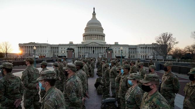 10 ngàn lính Vệ binh quốc gia đã được đưa tới Washington để bảo vệ an ninh cho Lễ nhậm chức của ông Joe Biden (Ảnh: Reuters).