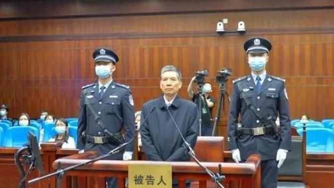 Tạ Quang Vinh nhận tội trước tòa án Thành Đô (Ảnh: SingTao).