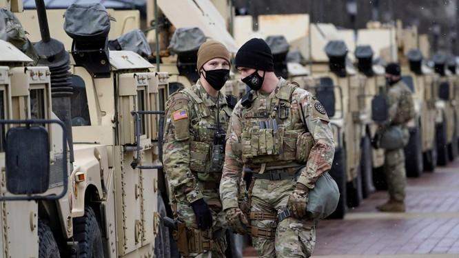 25 ngàn lính Vệ binh quốc gia được triển khai tại Washington để bảo vệ an ninh cho Lễ nhậm chức của ông Joe Biden ngày 20/1 tới (Ảnh: AP).