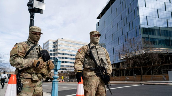 12 lính Vệ binh Quốc gia đã bị loại không cho làm nhiệm vụ bảo vệ Lễ nhậm chức của ông Biden vì lai lịch khả nghi (Ảnh: AP).