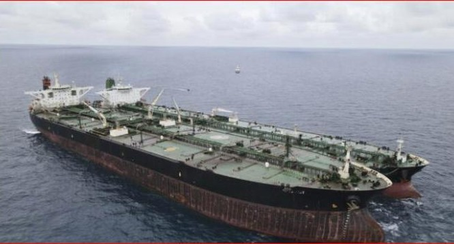 Hai siêu tàu chở dầu của Trung Quốc và Iran bị Indonesia bắt giữ (Ảnh: Dongfang).