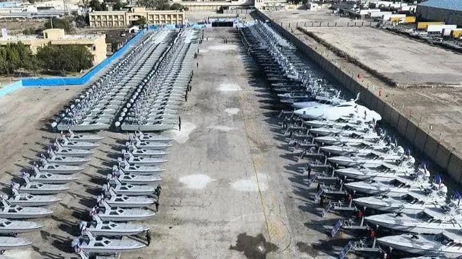 Ngày 8/2 Hải quân Iran tiếp nhận thêm 340 chiếc xuồng cao tốc mang tên lửa (Ảnh: Newtoday).