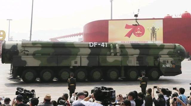 Tên lửa liên lục địa nhiên liệu rắn Dongfeng-41 hiện đại nhất của Trung Quốc (Ảnh: Tân Hoa xã).