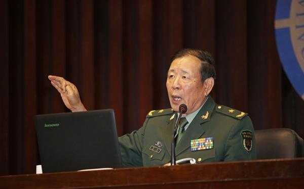"""Tướng La Viện mô tả việc Trung Quốc tăng ngân sách quốc phòng là """"trỗi dậy cần phải có gậy đánh chó hạng nhất"""" (Ảnh: Sohu)."""