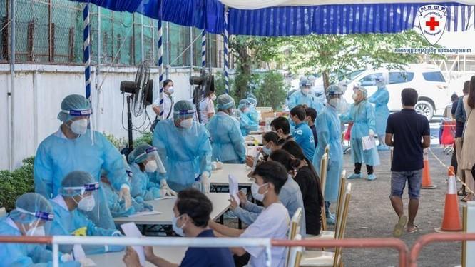 Dịch COVID-19 đang lây lan nhanh ở Campuchia, Đến sáng 11/3 đã có 1.163 trường hợp mắc bệnh (Ảnh: Thời báo Campuchia).
