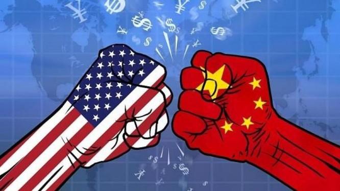 chiến tranh thương mại và đại dịch COVID-19 là những nhân tố khiến ngày càng nhiều người Mỹ coi Trung Quốc là kẻ thù (Ảnh: Dwnews).