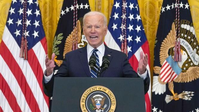 Tại cuộc họp báo đầu tiên tại Nhà Trắng hôm 25/3, ông Biden cam kết sẽ không cho phép Trung Quốc vượt qua Mỹ (Ảnh: AP).