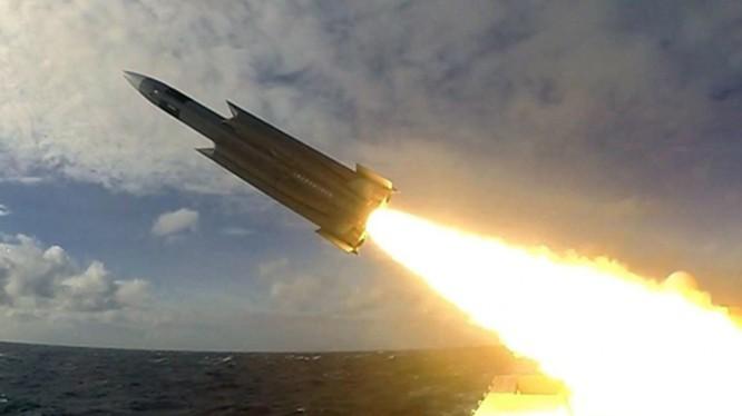 Tên lửa hành trình Hùng Phong - 2E tăng tầm của Đài Loan được cho là có tầm bắn trên 1000km (Ảnh: Đa Chiều).