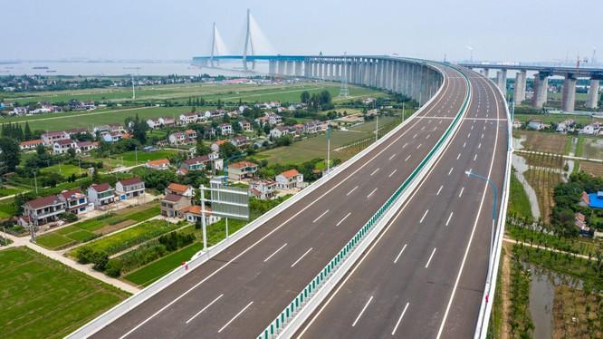 Con đường cao tốc chưa hoàn thành khiến Montenegro mắc nợ Trung Quốc gần 1 tỷ USD (Ảnh: Đa Chiều).
