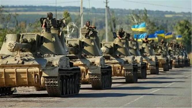 Ukraine đưa 13 trong số 21 lữ đoàn lục quân tới miền Đông tiếp giáp Nga. bị Nga coi là hành động khiêu khích (Ảnh: QQ).