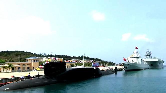 Ba chiến hạm hiện đại vừa được Trung Quốc đưa vào biên chế Hạm đội Nam Hải hôm 23/4 (Ảnh: CCTV).